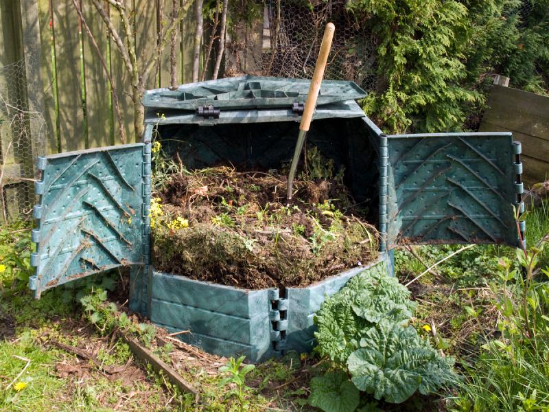 компост, удобрение сада, уход за садом