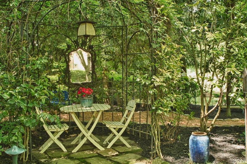 сад. зеркала, декор, дизайн, красота, цветы, растения